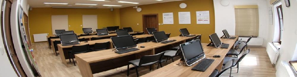 <p><strong>ŠKOLICÍ MÍSTNOST</strong></p> <p>Školicí místnost s kapacitou 30 posluchačů nabízíme také k pronájmu. Dále pořádáme kurzy personalizované medicíny a asistivních technologií.</p>